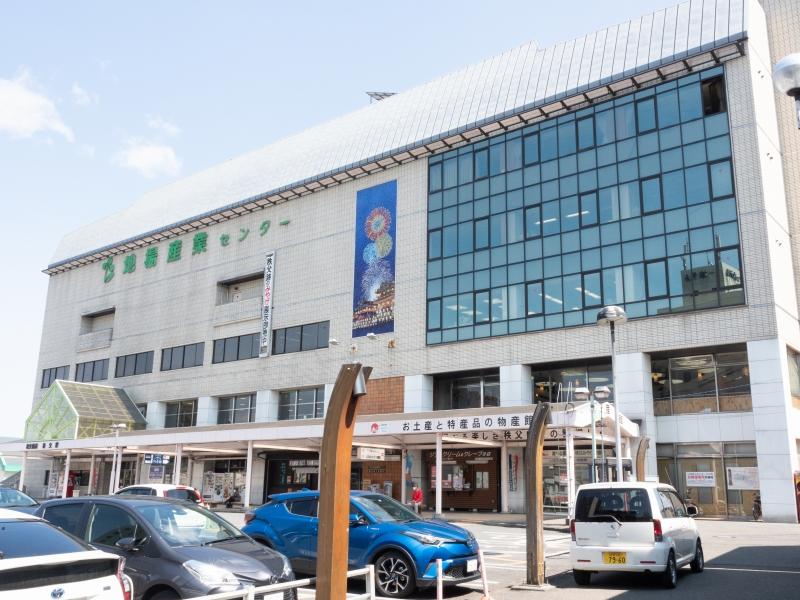 秩父駅 お土産と物産品の物産館が入ってます